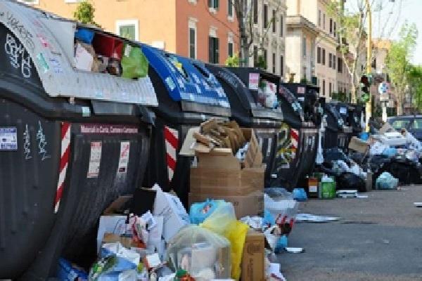 Allarme rifiuti a Roma: la politica non aiuta