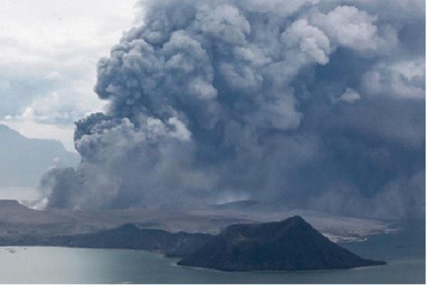 Il vulcano Taal potrebbe causare danni irreparabili: rischio tsunami nelle Filippine